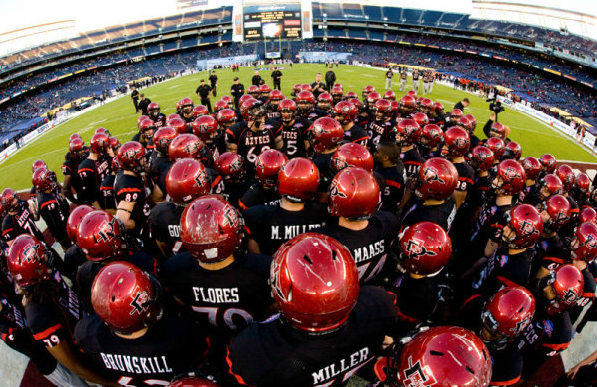 Aztecs huddle
