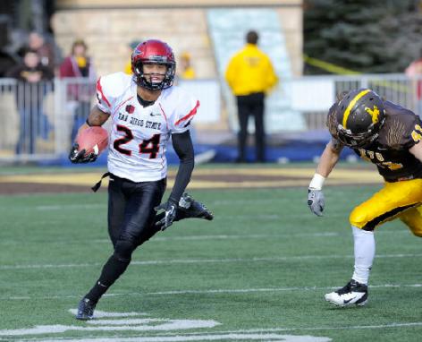 Lockett runs with ball